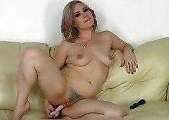 Deeply slutty chick drops to her knees to suck cock