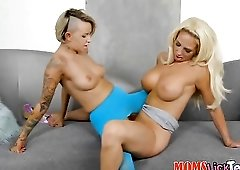Punk in pantyhose goes down on a milf pussy