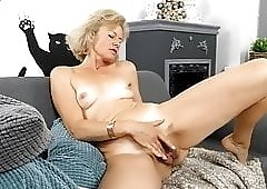 Mature woman reveals her hairy pussy