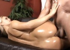Elegant blonde hottie amazes cavalier with her body