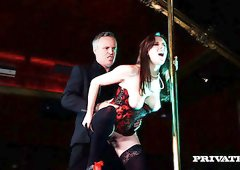 Stripper Samantha Bentley seduces hot man and fucks him on the stage