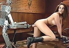 Dildo robot fucks her pussy
