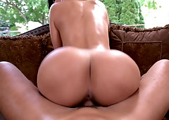 Juicy latina moans loud while getting her cunthole drilled