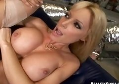 Large boobs sex video featuring Voodoo and Holly Sampson
