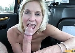Coitus addicted gilf Molly humped like a street bitch in taxi cab