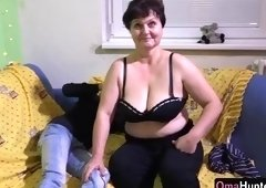 Sexy experienced lady having an amateur fun times