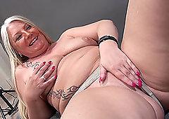 Chubby mature blonde Rosella gives a blowjob at a photo shoot