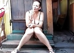 Milf smoking and pissing at once
